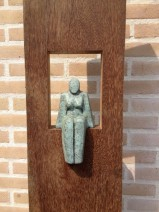 3 Lamers, Zittende vrouw, hout, brons, 1900,--