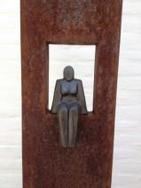 8 Lamers, Zittende vrouw, ijzer, keramiek, 1400,--