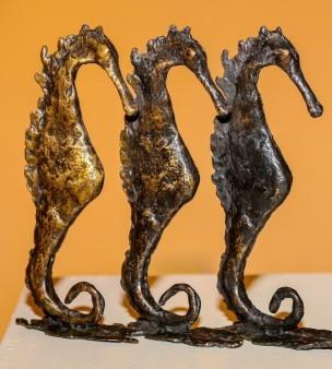 Vicky Brinkman - Trio van zeepaardjes - brons - 850_1010x768